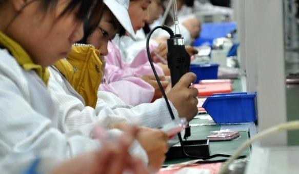 东莞某厂领导:埋怨厂里不要40岁的,为什么打工十多年还进厂?