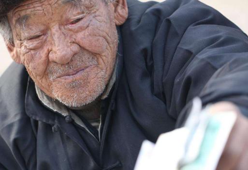50多岁还要出门打工,农村老人却不是因为缺钱